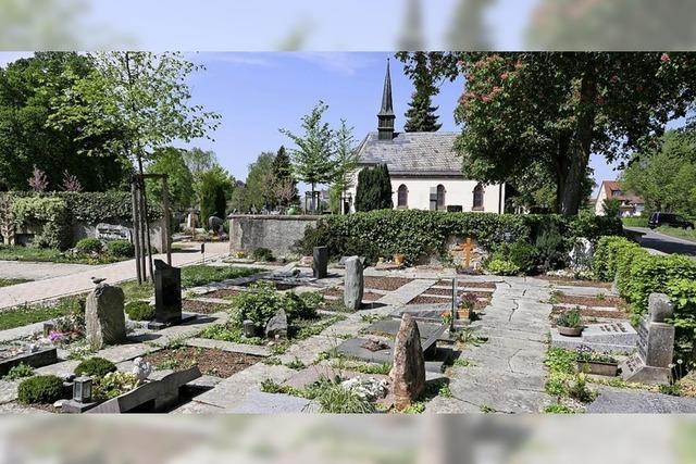 Neue Kosten fürs Verlegen von Grabsteinen