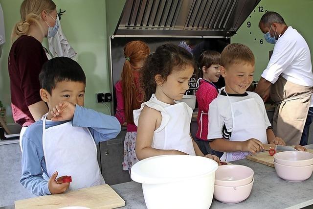 Kinder lernen gesund und lecker zu kochen