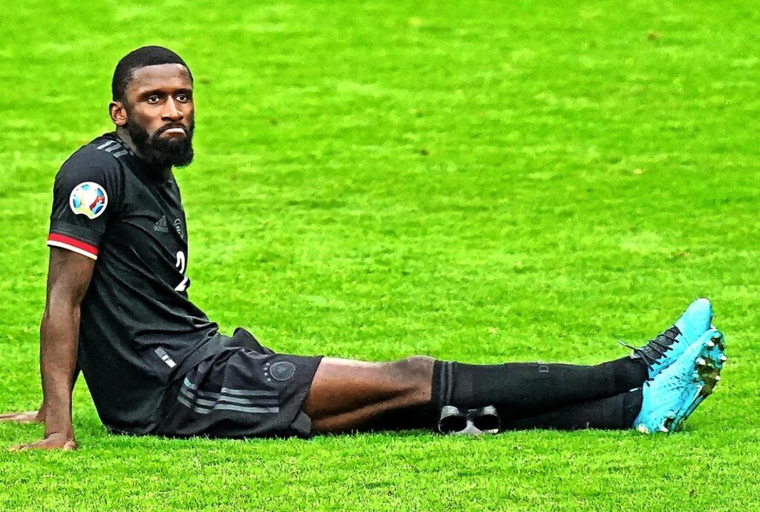 Ratlos auf Wembleys Rasen: Antonio Rüd... Ausscheiden der Deutschen bei der EM.  | Foto: Mike Egerton (dpa)
