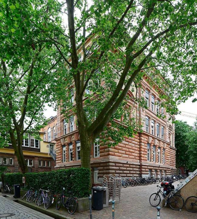 Die Sanierung erfolgt in drei Bauabsch...elteil soll im kommenden Jahr folgen.     Foto: Ingo Schneider
