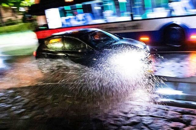 Kann man mit dem Auto bedenkenlos durch Hochwasser fahren?