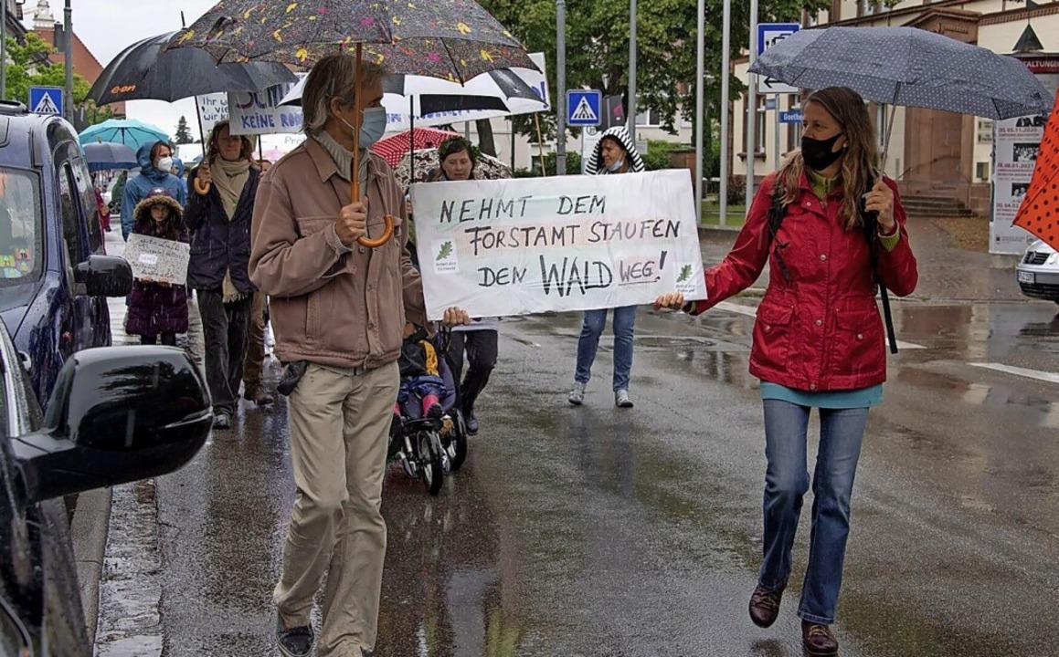 Die Demonstranten sind mit dem Forstamt Staufen unzufrieden.  | Foto: Volker Münch