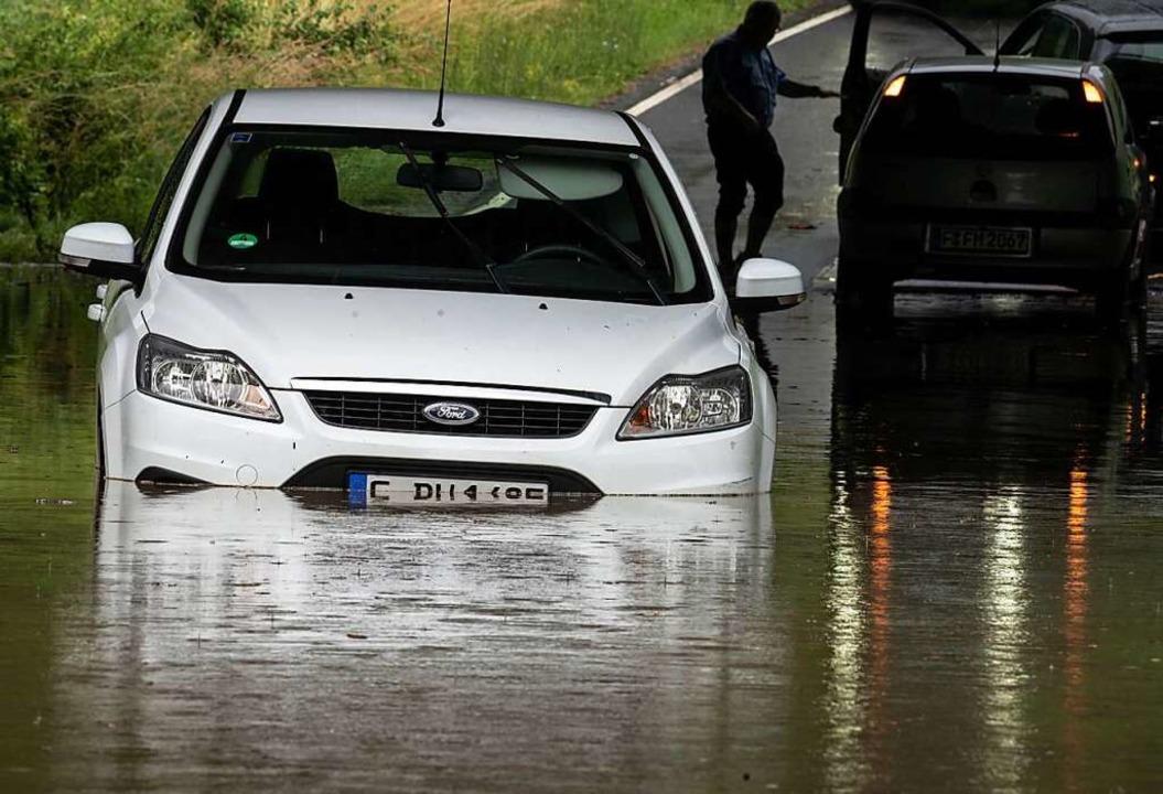 Unwetter mit Überschwemmungen (hier in Frankfurt) nehmen immer mehr zu.  | Foto: Frank Rumpenhorst (dpa)