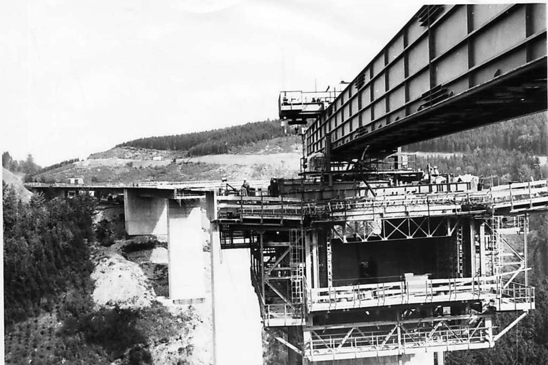 1981 wird die Gutachtalbrücke eingeweiht.    Foto: Roland Weis