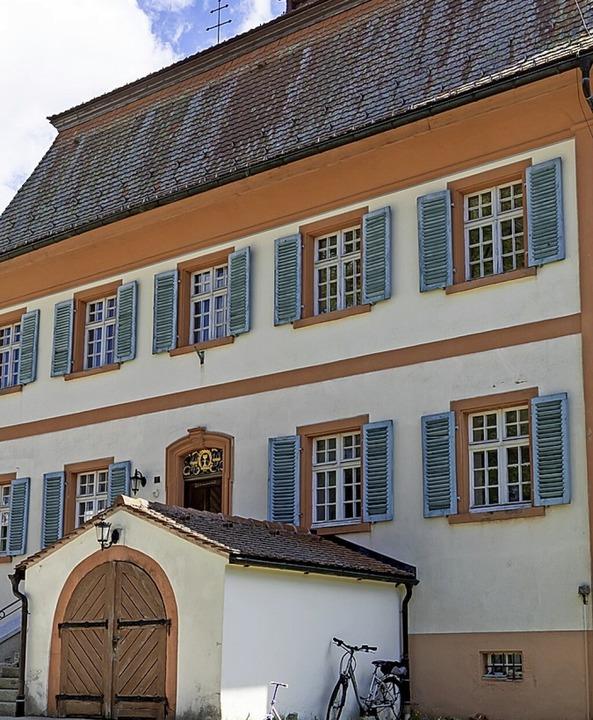 Im geräumigen Pfarrhaus könnten auch E...he Pfarrbücherei untergebracht werden.    Foto: Wilfried Dieckmann