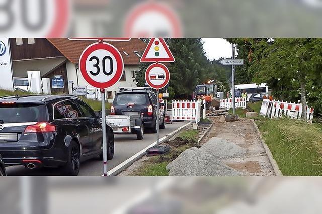 Breitband in die Straße statt in den Gehweg