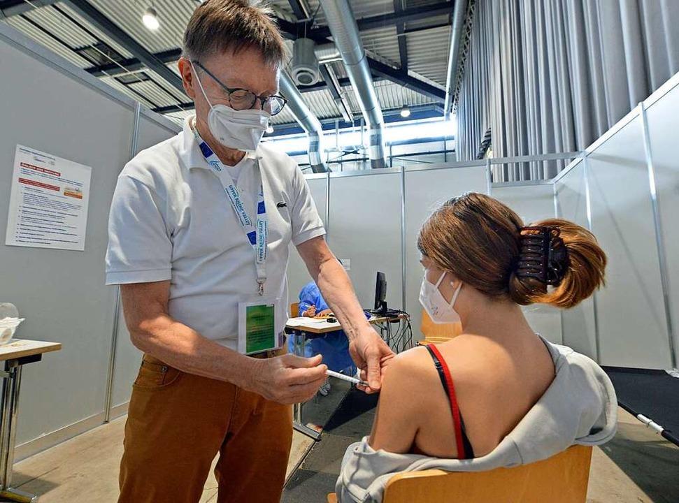 Von der Uniklinik ans Impfzentrum: Rol...ft in der Kabine mit der Nummer eins.     Foto: Michael Bamberger