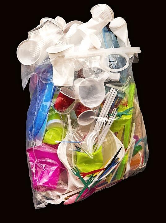 Zu viel Müll – ob das mit dem Verbot besser wird?  | Foto: Jochen Tack