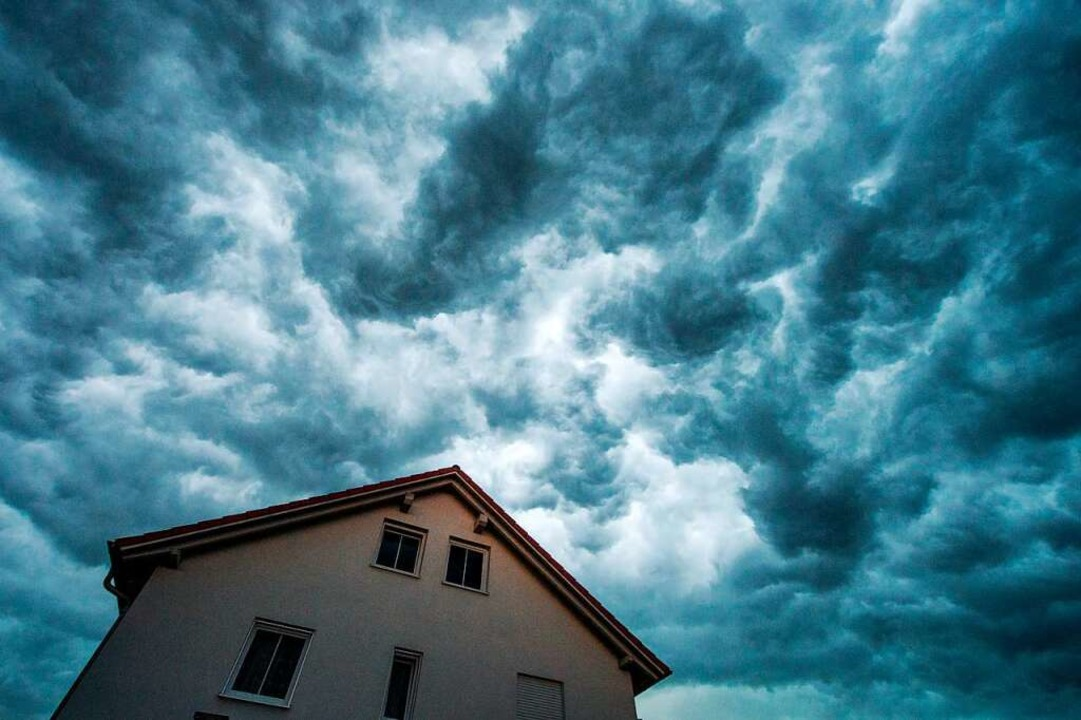Der Juni war im Vergleich heiß und gewittrig  | Foto: Armin Weigel (dpa)