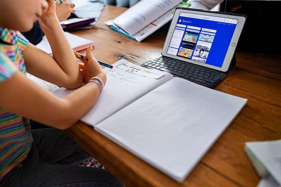 Homeschooling auch im neuen Schuljahr?...lern, aber auch Eltern graut es davor.  | Foto: Guido Kirchner (dpa)