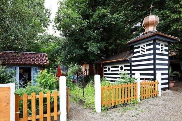 Ein Zimmermann in Schwanau hat eine Kapelle in seinem Garten gebaut