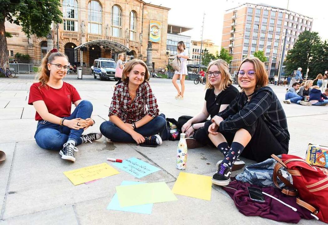 Die Forderung dieser vier Frauen : Meh... an kostenfreien Ausgehmöglichkeiten.   | Foto: Rita Eggstein