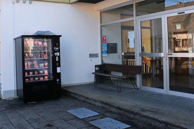 Isteiner Räte wollen kein Dach für den Wurstautomaten am Rathaus