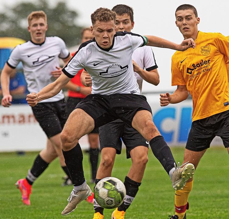 Beherzt am Ball: Spielführer Fabian Wi...ck beim Pokalfinale in Grafenhausen.      Foto: Wolfgang Scheu