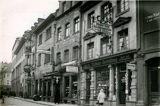 Am Rathausplatz gab's einst Emaille-Geschirr und Gasherde