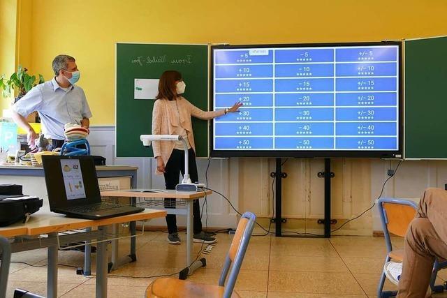 Rheinfelder Lehrkräfte erhalten Laptops und iPads