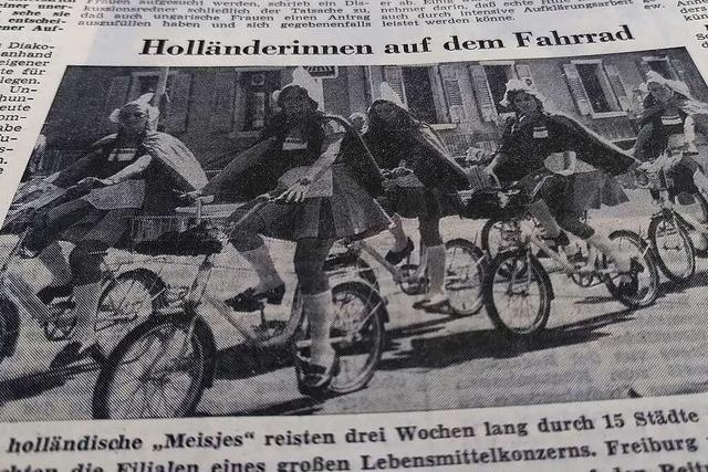 Im Sommer 1971 waren radelnde Holländerinnen an der Dreisam unterwegs