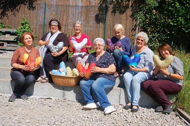 Rheinfelder Frauen nähen ehrenamtlich Kissen für Krebspatienten