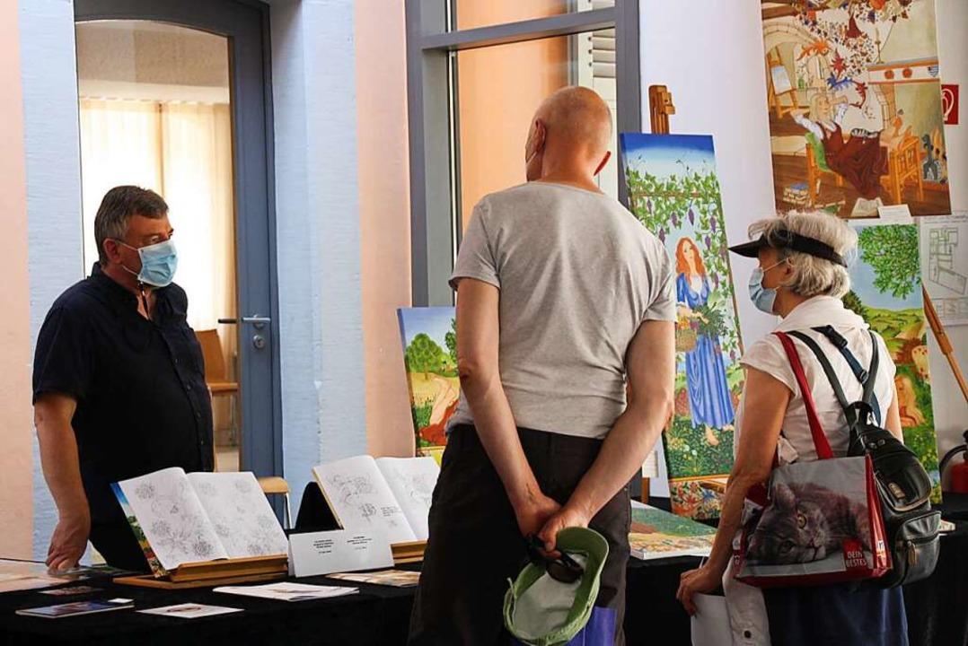 Ins Gespräch kamen Künstler und Besucher am Wochenende in Riegel.  | Foto: Christiane Franz