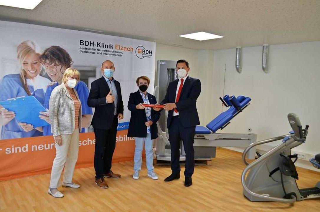 Bei der Staffelübergabe: BDH-Bundessch...eordneter Johannes Fechner (von links)  | Foto: Nikolaus Bayer