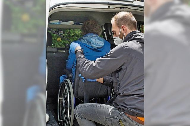 Kabinett regelt Klinik-Begleitung für geistig Behinderte