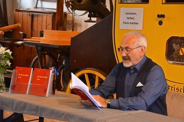 Hans Mehlins liest aus seinem Roman über Urgroßmutter Anna