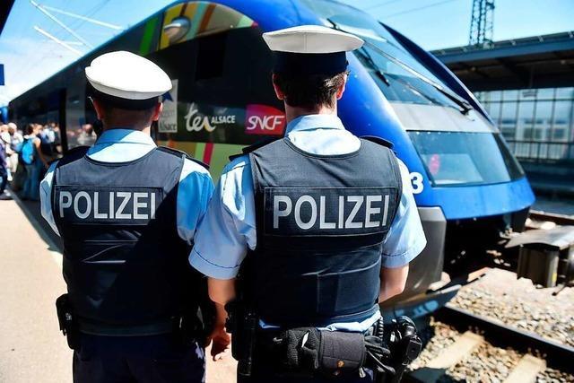Dreifach gesuchter Mann im Zug nach Freiburg festgenommen