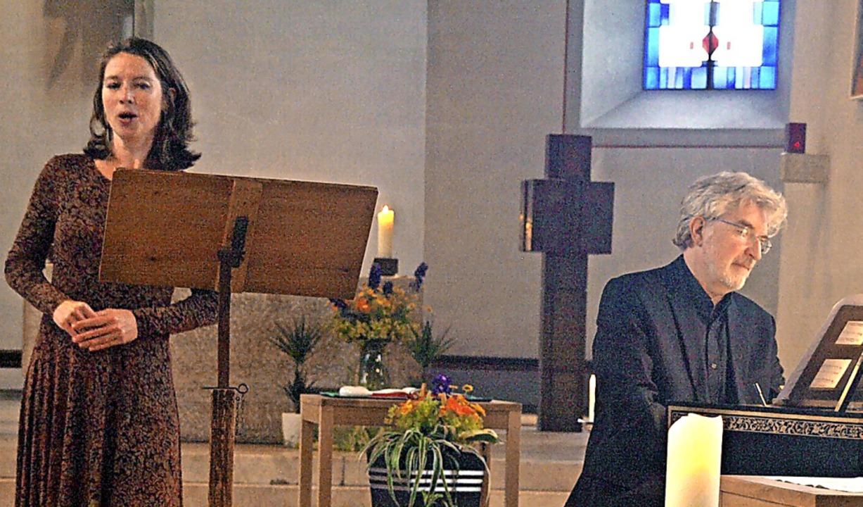 """Mit seinem Programm """"In Floras R... Zuhörer in der Görwihler Pfarrkirche.    Foto: Karin Stöckl-Steinebrunner"""