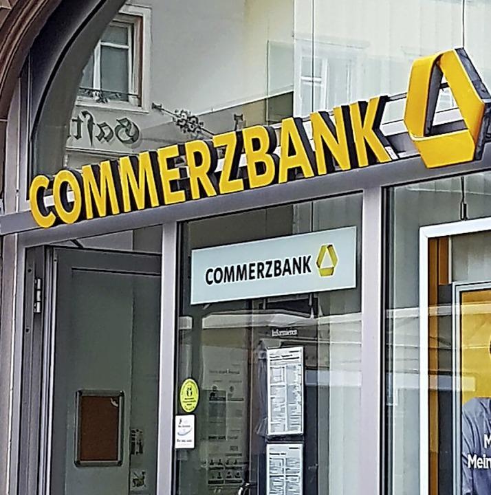 Das Aus der Commerzbankfiliale am Münsterplatz ist besiegelt.  | Foto: Axel Kremp