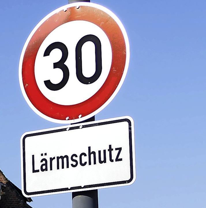 Ab Mittwoch sollen die Schilder auch in Eimeldingen stehen.  | Foto: Victoria Langelott