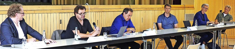 Bürgermeister Andreas Schneucker (Drit... nun  auf pfiffige Ideen  Bauwilliger.  | Foto: Herbert Frey
