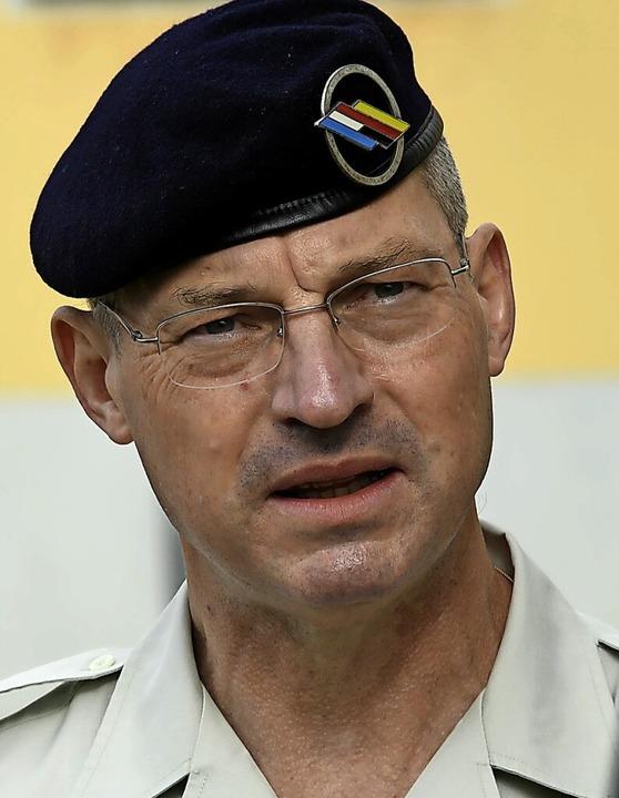 Der neue Brigadegeneral Philippe Lerou... Zeremoniell seit Ausbruch von Corona.    Foto: Volker Münch