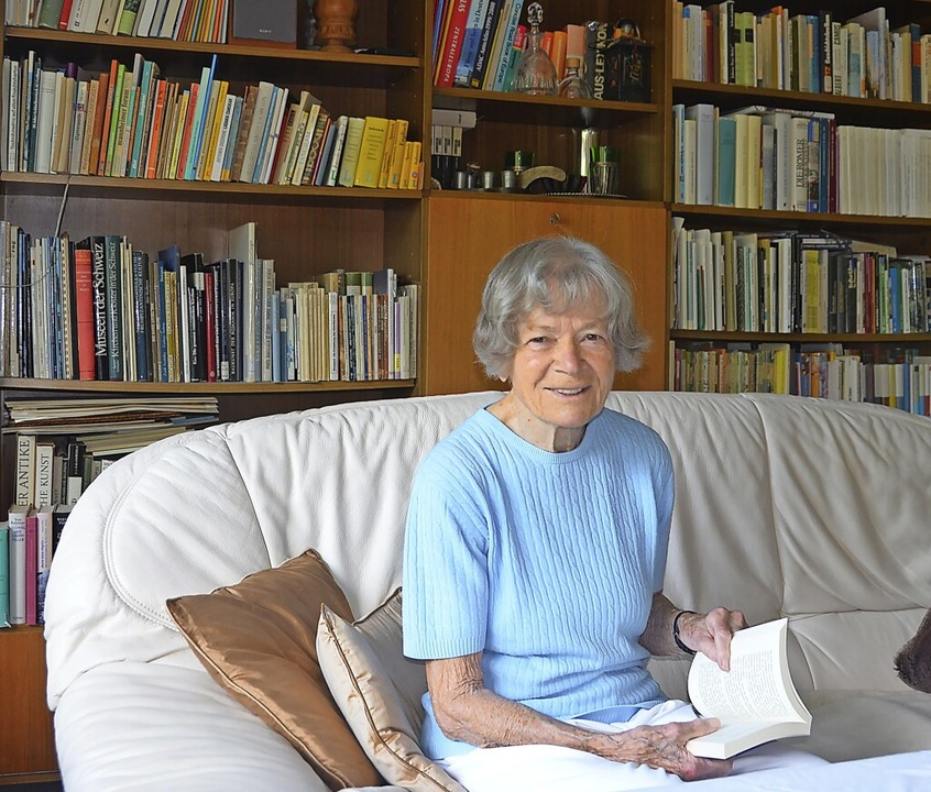Für Literatur begeistert sich Hildegund Hirt seit jeher.  | Foto: Christiane Sahli