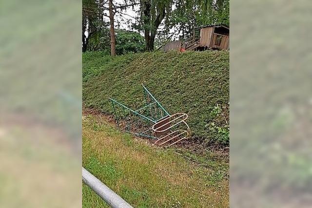 Unbekannte zerstören Rutsche in Wallburg