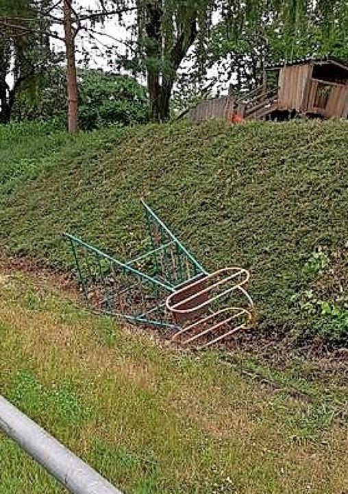 Am Wochenende haben Unbekannte die Rut...rissen und eine Hang hinuntergeworfen.  | Foto: SC Wallburg