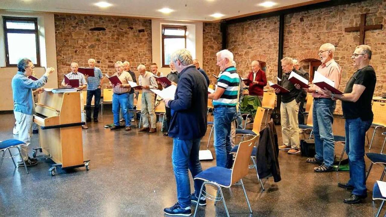 Der Männerchor im Cyriaksaal    Foto: Herrmann Groteloh