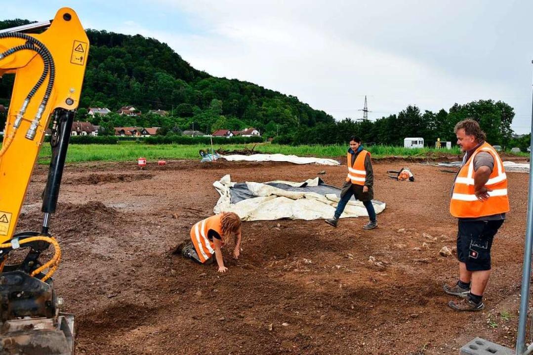 Die archäologischen Grabungen werden i...chäftsführer Armin Höfler, ausgeführt.  | Foto: Heinz und Monika Vollmar
