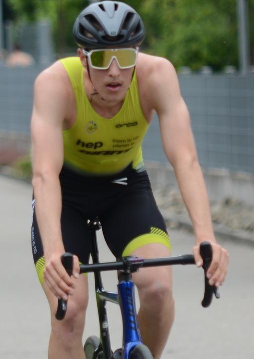 Als hätte er noch einen Marathon dranh...: Simon Henseleit gewann in Schopfheim    Foto: Uwe Rogowski