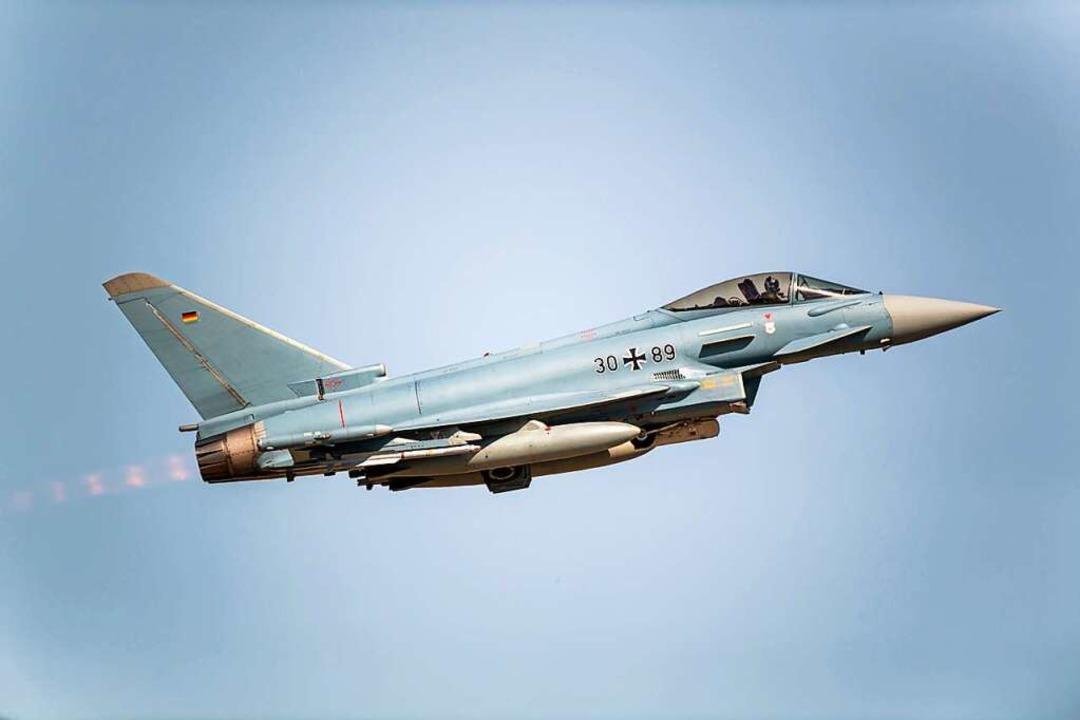 Baut auf Technik aus Freiburg: der Eurofighter  | Foto: Christophe Gateau (dpa)