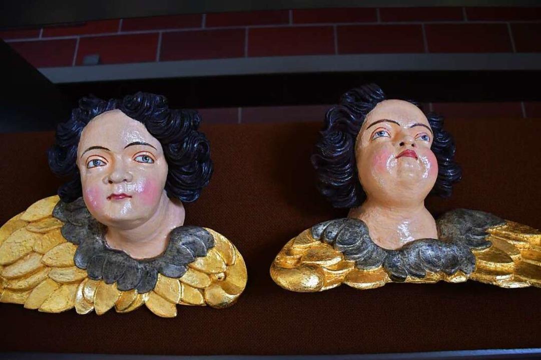 Die  beiden Figuren, die in einer Kist...rraum der Pfarrkirche gefunden wurden.  | Foto: Tanja Bury