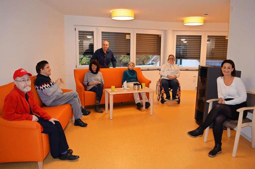 Zu den Wohnangeboten der Lebenshilfe z...geleitet von Verena Schneider (rechts)    Foto: Nikolaus Bayer