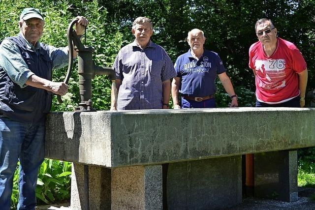 Ein stabiler Brunnen ziert den Grillplatz Ruhbühl