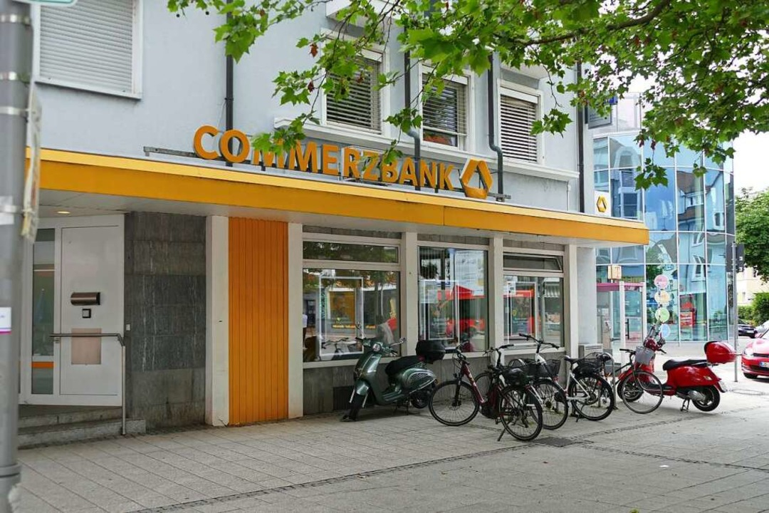 Die Commerzbank am Rheinfelder Oberrheinplatz.  | Foto: Verena Pichler
