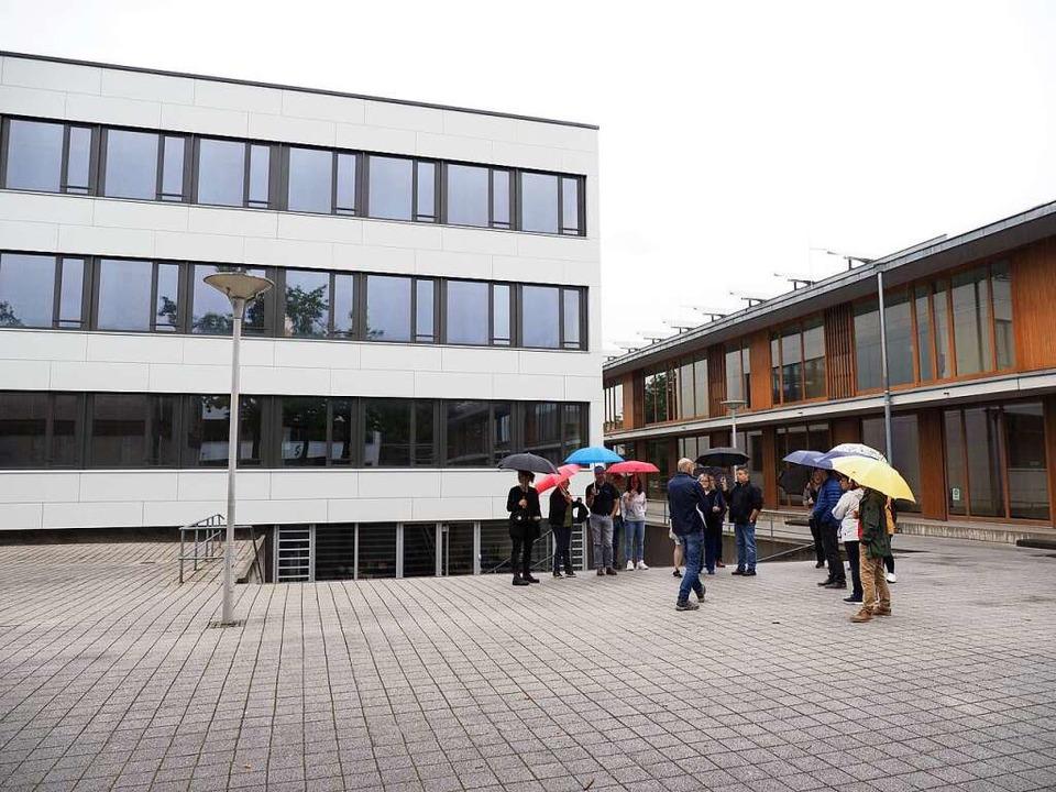 Der Gemeinderat hat  sich die Sanierung an der Emil-Dörle-Schule zeigen lassen    Foto: Michael Haberer