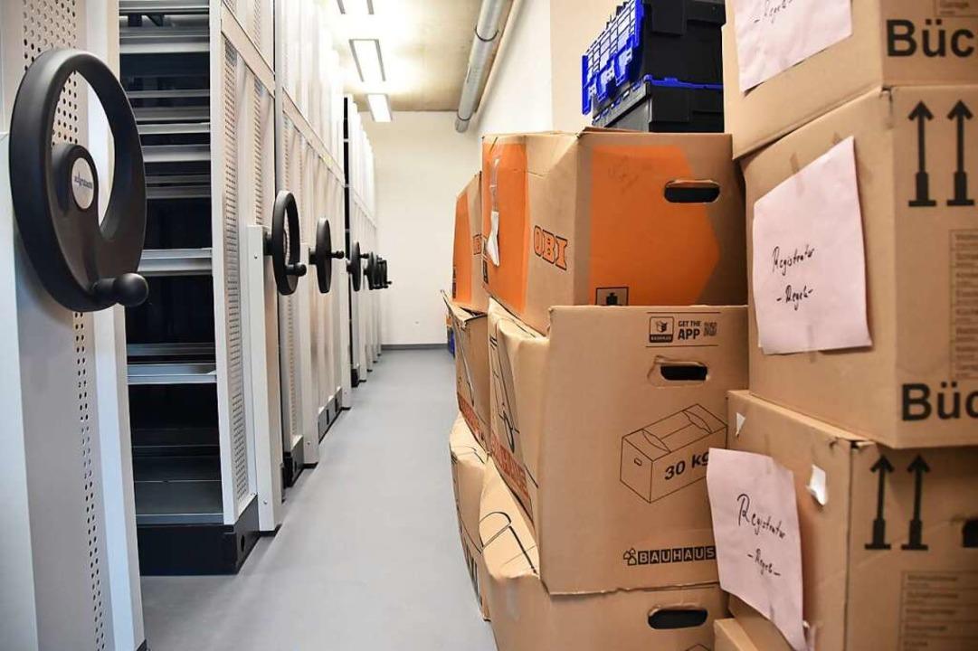 Im neuen Archiv warten noch Kisten darauf ausgepackt zu werden.    Foto: Sophia Hesser