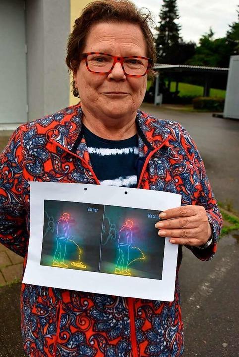 Heidi Weiß vom Kernstadtbeirat zeigt e... hydrophoben Anstrichs aufzeigen soll.    Foto: Heinz und Monika Vollmar