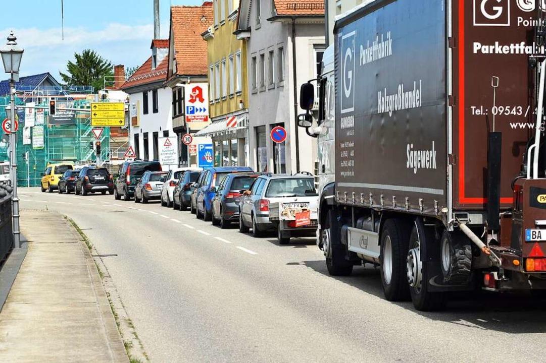 Autofahrer, die durch Friesenheim woll...ssen mit längeren Wartezeiten rechnen.  | Foto: Walter Holtfoth