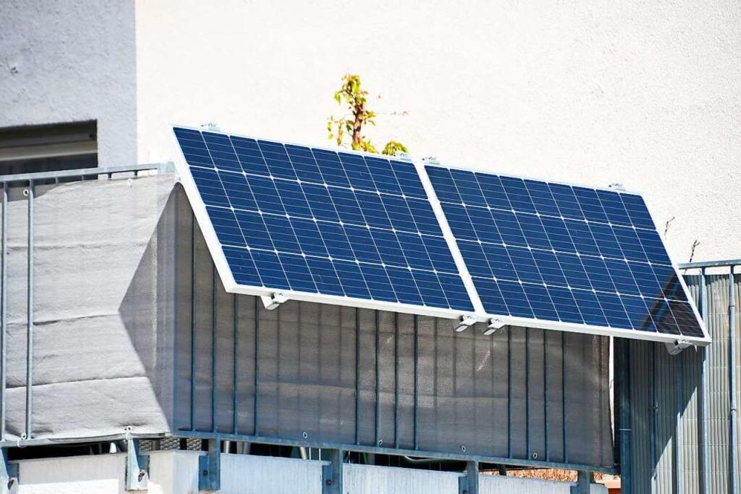 Solarstrom vom Balkon    Foto: Jörg Sutter (dpa)