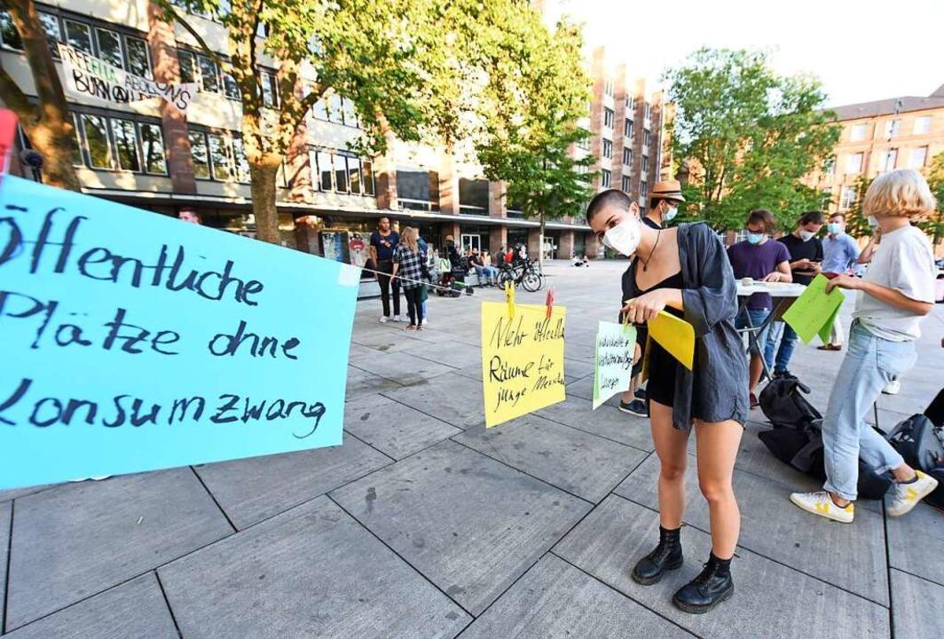 Ideen für Räume für junge Menschen wur...em Platz der Alten Synagoge gesammelt.    Foto: Rita Eggstein