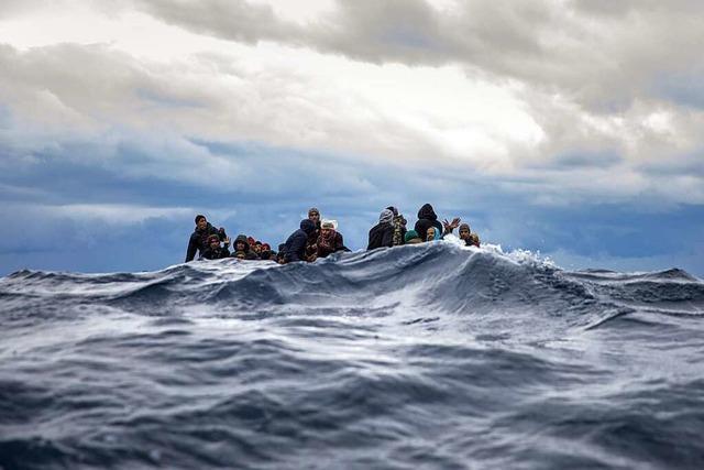 Wie viele Menschen sollen noch auf hoher See sterben?